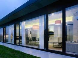 Puertas y ventanas de estilo minimalista por Nan Arquitectos