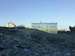 Nouvelle cabane de Tracuit:  de style  par savioz fabrizzi architectes