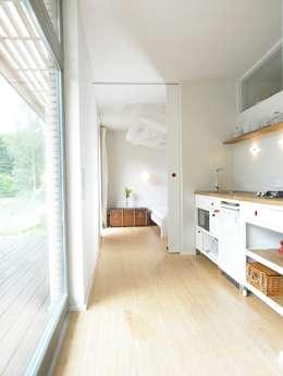 Cozinhas escandinavas por SOMMERHAUS PIU