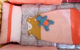 Ensemble lab. lin et liberty betsy: Chambre d'enfants de style  par lab.