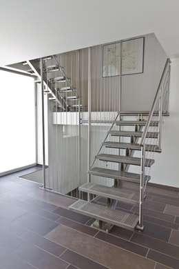 Couloir, entrée, escaliers de style  par Novum ART-TEC GmbH