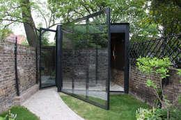 moderne Garage/schuur door IQ Glass UK