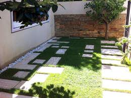 Jardines de estilo moderno por Laura Marini Architetto