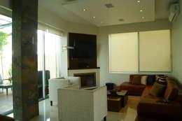 SALA DE ESTAR: Salas multimedia de estilo minimalista por GHT EcoArquitectos