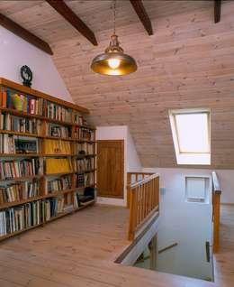Dom w Hornówku (dom własny): styl , w kategorii Korytarz, przedpokój zaprojektowany przez BM-Architekci