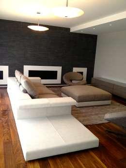 Résidence secondaire 300m²: Salon de style de style Moderne par LADD