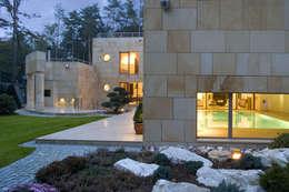 Casas de estilo moderno por Zbigniew Tomaszczyk i Irena Lipiec Decorum Architekci Spzoo