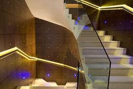 Pasillos y recibidores de estilo  por Zbigniew Tomaszczyk i Irena Lipiec Decorum Architekci Spzoo