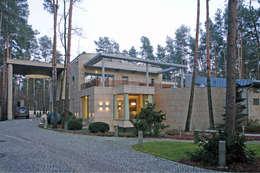 Maisons de style de style Moderne par Zbigniew Tomaszczyk i Irena Lipiec Decorum Architekci Spzoo