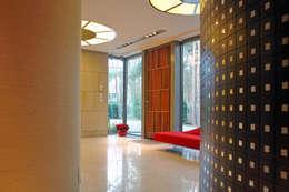 Salon de style de style Moderne par Zbigniew Tomaszczyk i Irena Lipiec Decorum Architekci Spzoo
