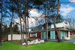 Rezydencja IV : styl nowoczesne, w kategorii Domy zaprojektowany przez Zbigniew Tomaszczyk i Irena Lipiec Decorum Architekci Spzoo