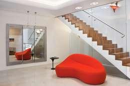 Rezydencja IV : styl , w kategorii Korytarz, przedpokój zaprojektowany przez Zbigniew Tomaszczyk i Irena Lipiec Decorum Architekci Spzoo