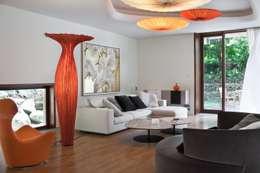 Rezydencja IV : styl , w kategorii Salon zaprojektowany przez Zbigniew Tomaszczyk i Irena Lipiec Decorum Architekci Spzoo