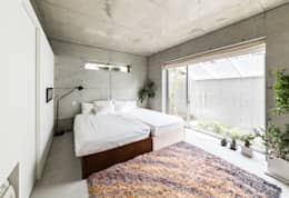 modern Bedroom by Kenji Yanagawa Architect and Associates