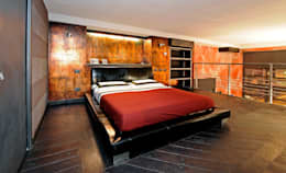 Italian Loft: Camera da letto in stile in stile Industriale di vemworks