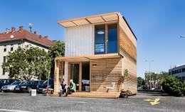 COMMOD-Haus : moderne Wohnzimmer von homify