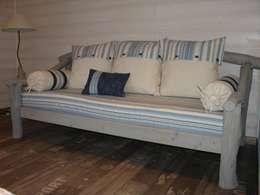 """canapé """"Azurescence"""": Salon de style de style eclectique par Entre dunes et bosquets"""