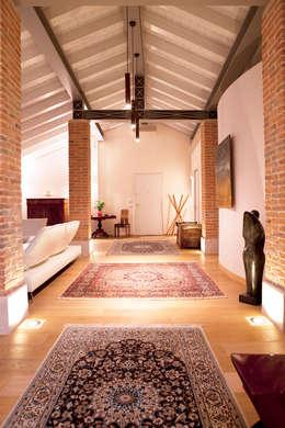 classic Living room by DeMeo+Porvett