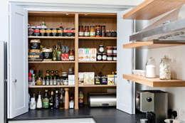 Cocinas de estilo moderno por Maple & Gray