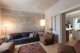 CASA SPN: Soggiorno in stile in stile Eclettico di Filippo Saponaro Architetto