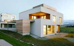 Projekty,  Dom rustykalny zaprojektowane przez Marty Häuser AG