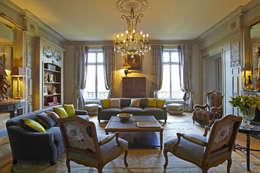 Grand salon: Maison de style  par Mis en Demeure
