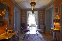 Vestibule: Maison de style  par Mis en Demeure
