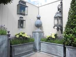 Jardines de estilo rústico por A Place In The Garden Ltd.