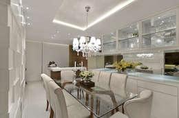 Sala de jantar  S|R: Salas de jantar clássicas por Redecker + Sperb arquitetura e decoração