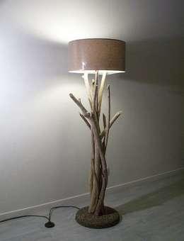 Luminaire - lampe sur pied: Maison de style  par Arve Création