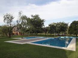 Solares de la Laguna - PISCINAS: Piletas de estilo moderno por D'ODORICO OFICINA DE ARQUITECTURA
