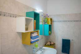 Baños de estilo ecléctico por Arreda Progetta di Alice Bambini