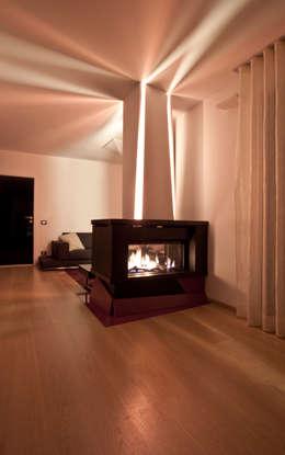 Salas de estilo moderno por Laboratorio di Progettazione Claudio Criscione Design