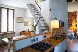 Cucina e sala da pranzo: Sala da pranzo in stile in stile Moderno di INNOVATEDESIGN®s.a.s. di Eleonora Raiteri