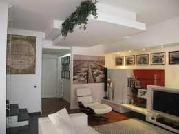 غرفة المعيشة تنفيذ F_Studio+ dell'Arch. Davide Friso
