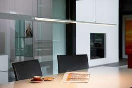 Sala da pranzo in stile in stile Moderno di OLIGO Lichttechnik GmbH