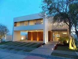 FRAILES: Casas de estilo moderno por DA:HAUS