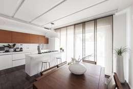 cucina/pranzo: Cucina in stile in stile Moderno di Andrea Stortoni Architetto