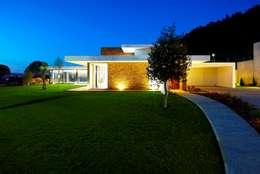 Casas de estilo minimalista por Risco Singular - Arquitectura Lda