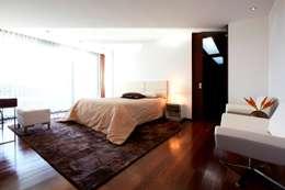 Projekty,  Sypialnia zaprojektowane przez Risco Singular - Arquitectura Lda