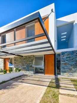 CASAS ADOSADAS: Casas de estilo moderno por Estudio A+3