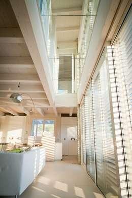 Luce Pietra Acqua: Ingresso & Corridoio in stile  di studio aica progetti