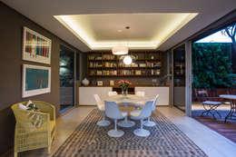 Salas de jantar modernas por Metropole Architects - South Africa
