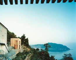 Maison entre ciel et mer, Sori : Maisons de style de style Méditerranéen par 5+1AA alfonso femia gianluca peluffo