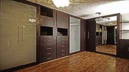 Recámaras de estilo moderno por Vanguardia Closets & Vestidores