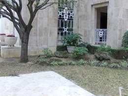 Jardin para entrada: Jardines de estilo moderno por NATURA