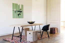 Tisch aus Bauholz mit Trägern: skandinavische Esszimmer von PURE Wood Design