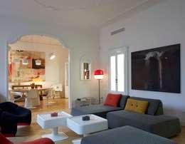 soggiorno: Case in stile  di Studio Peveri