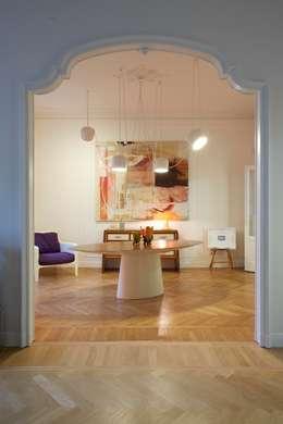 sala da pranzo: Case in stile  di Studio Peveri