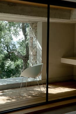 Salas / recibidores de estilo mediterraneo por Vezzoni Associés